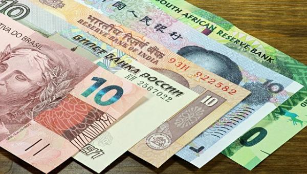 Финансы: Страны БРИКС переходят на расчеты в национальных валютах