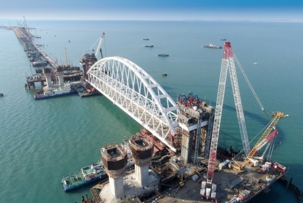 Украина: 300 строителей Керченского моста внесены в базу данных «Миротворца»