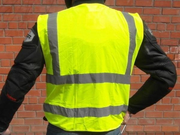 Право и закон: Водителей планируют обязать надевать светоотражающую одежду в темное время