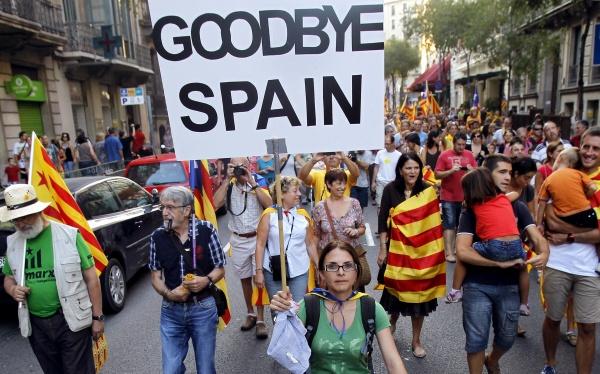 Политика: Прокуратура Испании начала готовить иск против властей Каталонии с обвинениями в бунте