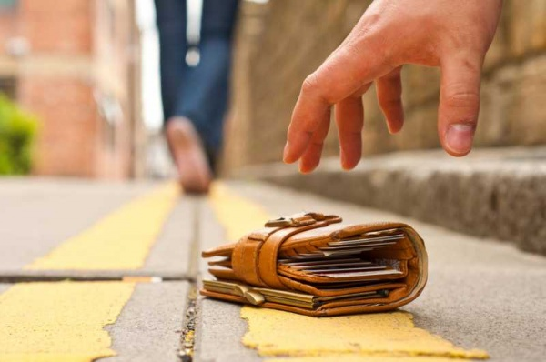 Право и закон: Присваивать чужие вещи, оставленные в общественных местах - кража