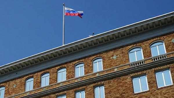 Политика: Амеиканцы вернули флаги, ранее снятые со здания российского консульства в Сан-Франциско и архив из Генконсульства