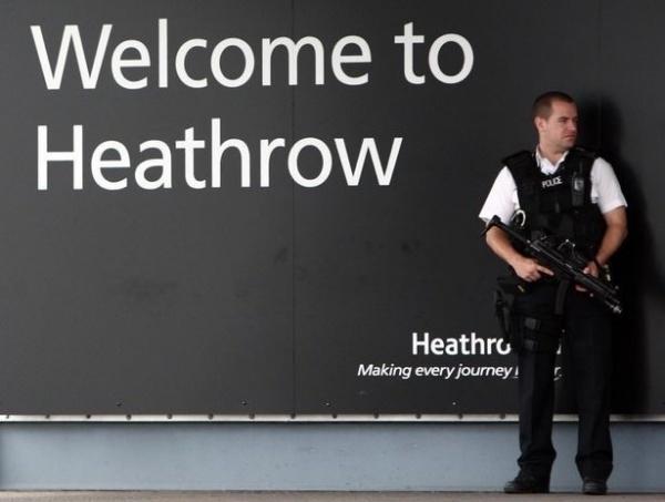Происшествия: На улице Лондона нашли флешку с данными об обеспечении безопасности в аэропорту Хитроу
