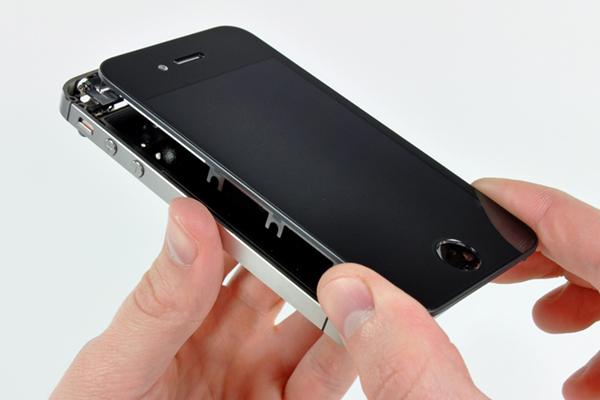Технологии: Apple угрожает отключить смартфоны с поддельным экраном