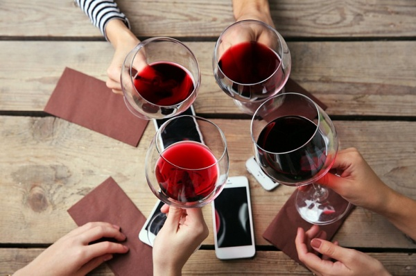 Здоровье: А не выпить ли нам красного вина?