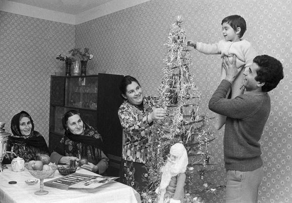 Общество: Что было на новогоднем столе советского человека