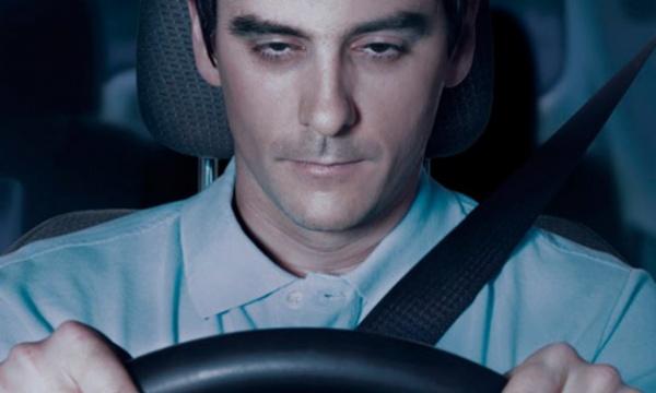 Полезные советы: Пять признаков того, что вы засыпаете за рулем