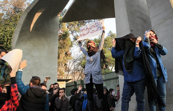 Политика: Америка замутила очередную цветную революцию, теперь в Иране