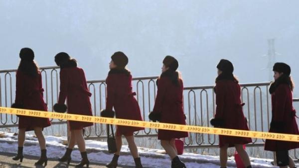 Интересное: Северокорейский ансамбль прилетел в Южную Корею на Олимпиаду