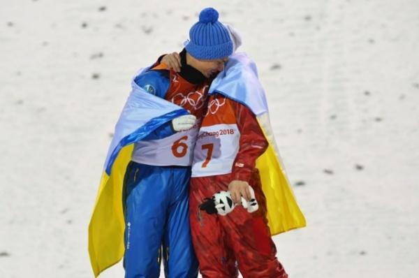 Спорт: Российский и украинский спортсмены обнялись на Олимпиаде в Пхёнчхане
