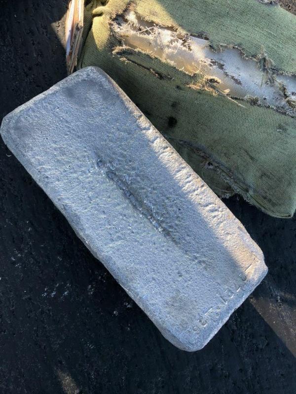 Происшествия: В Якутии из АН-12 при взлете на землю выпали десятки слитков золота на 21,6 млрд рублей
