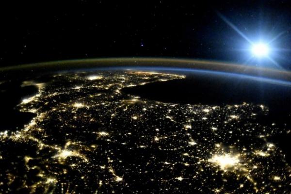 Интересное: Земля в иллюминаторе