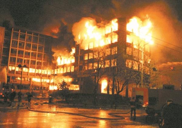 Война: 19 лет назад в Югославию пришла американская *демократия*