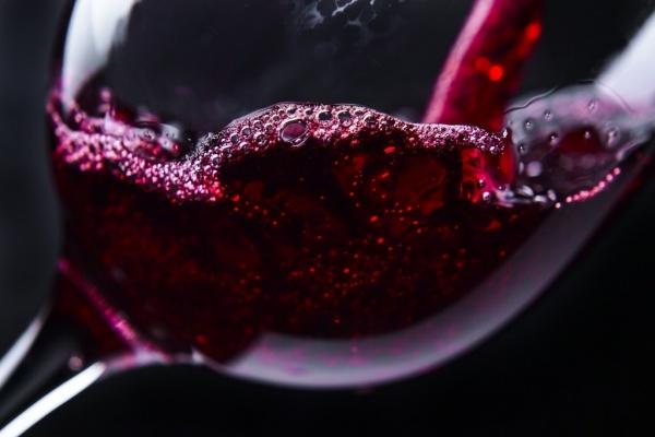 Полезные советы: Как отличить поддельное вино от настоящего