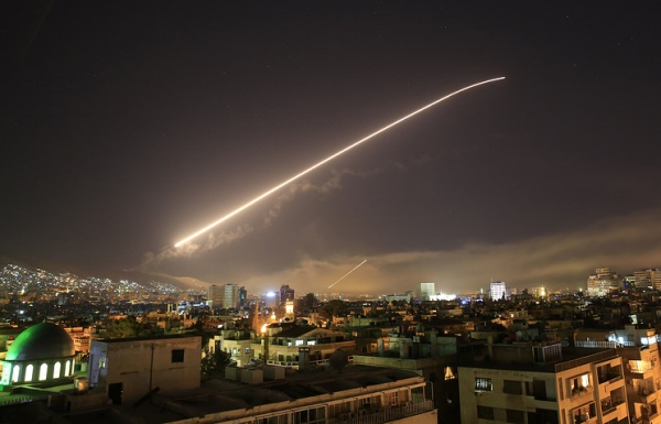 Война: Силы США, Великобритании и Франции нанесли удары по Сирии