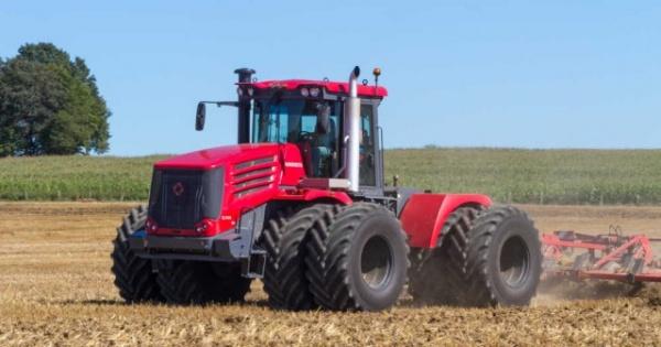 Экономика: Французские СМИ: до санкций Россия покупала тракторы и комбайны у нас, а теперь продает свои в США и Европу