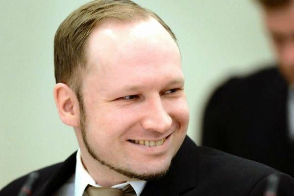 Право и закон: Брейвика оштрафовали на 37 евро за самовольный уход из тюрьмы на срок свыше разрешенных 18 часов в сутки