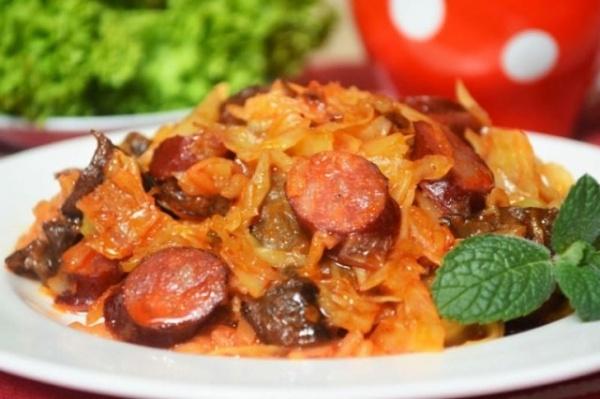 кухня: Тушеная капуста с грибами и охотничьими колбасками
