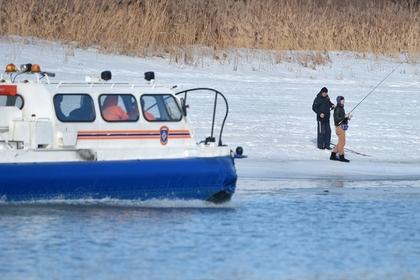 Право и закон: Глава МЧС России Евгений Зиничев предложил взыскивать с рыбаков на льдинах затраты на их спасение
