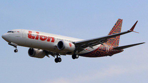 Происшествия: Пассажирский самолет Boeing 737 разбился спустя примерно 10 минут после вылета из аэропорта Джакарты