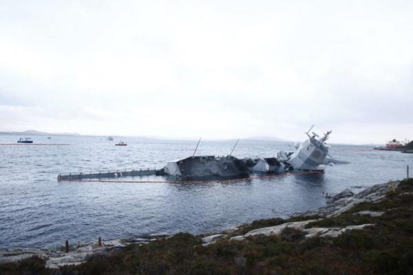 Происшествия: Норвежцы привязали затонувший фрегат - но он продолжает погружаться