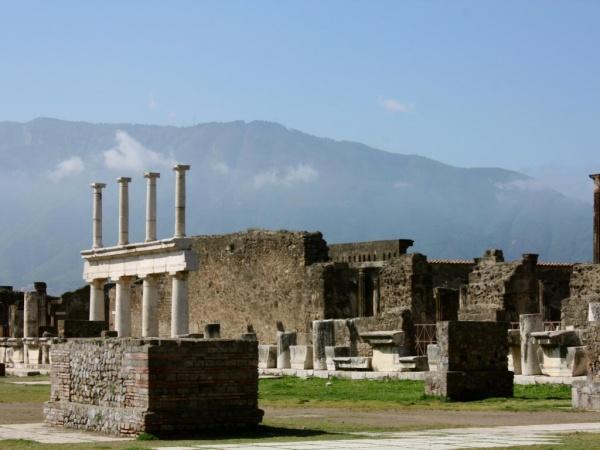 История: Как погибал город Помпеи