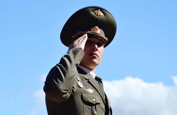 Интересное: Откуда появилось воинское приветствие Отдать честь?