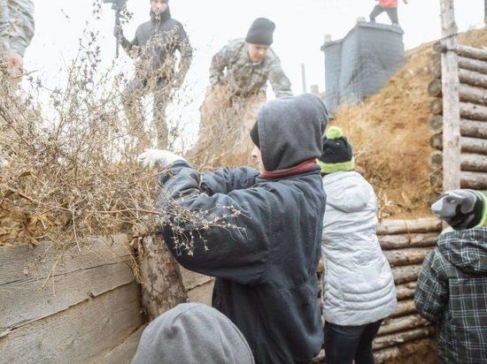 Украина: В Мариуполе детей отправили рыть окопы