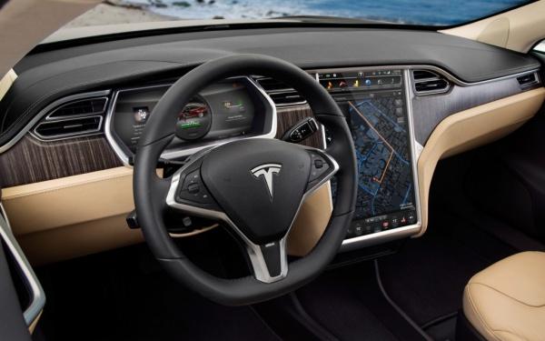 Происшествия: Полицейские в США в течение 7 минут пытались остановить Tesla с заснувшим за рулем водителем