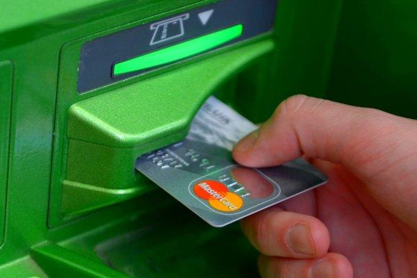 Финансы: Сбербанк пересмотрел порядок перевода средств на кредитную карту