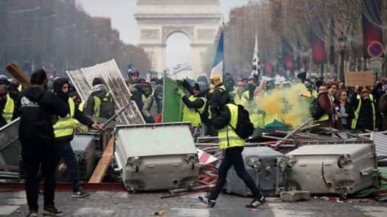 Политика: *Желтые жилеты*: прекратите всюду впихивать русских