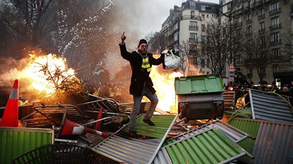 Право и закон: Во Франции тысячу человек осудили за беспорядки на акциях желтых жилетов