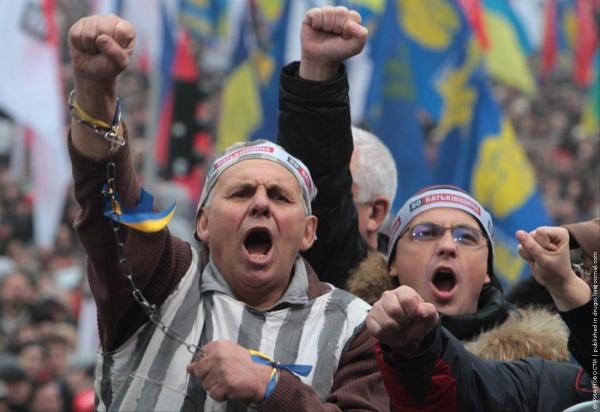 Украина: Пенсии на Украине сократились вдвое
