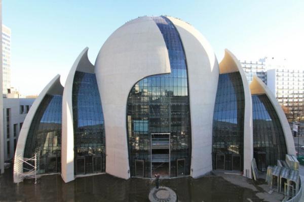 Страны: Мусульман Германии хотят обложить религиозным сбором