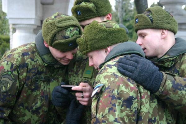 Прибалтика: Русские в армии Эстонии поют гимн России и терроризируют эстонцев - СМИ