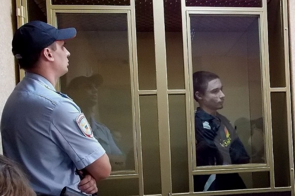 Терроризм: Украинцу, который уговаривал выпускницу заложить бомбу в школе, дали шесть лет тюрьмы
