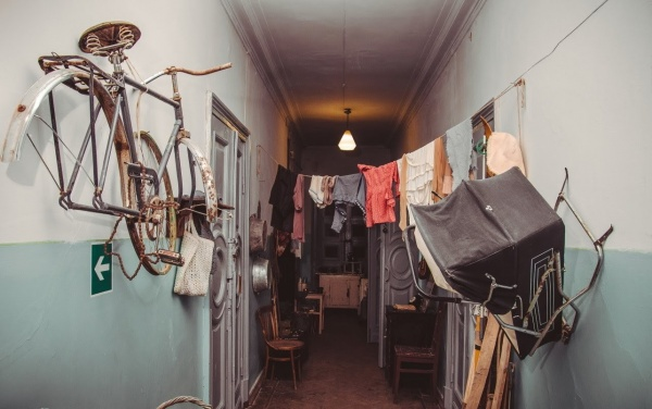 Жизнь: Коммунальная квартира