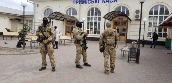 Украина: Выборы на украине - спецназ СБУ - вдруг агенты Путина порошенко не выберут:-)
