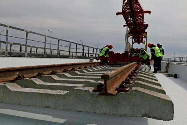Новости: Путин заявил, что железнодорожную часть Крымского моста достроят с опережением графика