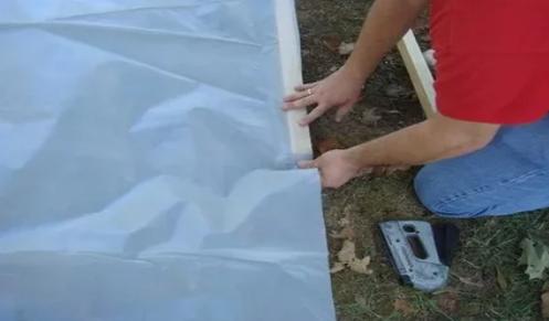 Реклама1: Как прикрепить пленку к тепличной конструкции?