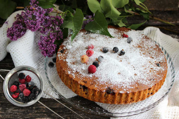 Полезные советы: Пирог с ягодами на сметане