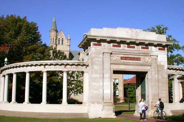 Безумный мир: В США колледж обязали выплатить 11 миллионов долларов из-за клеветы на почве расизма