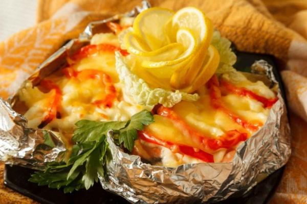 Полезные советы: Запеченный хек в фольге с овощами