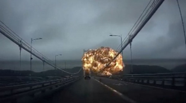 Происшествия: Кадры взрыва 25000-тонного нефтяного танкера в Южной Корее