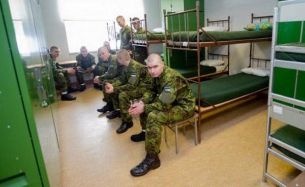 Прибалтика: Срочнослужащим Сил обороны Эстонии хотят разрешить ночевать дома