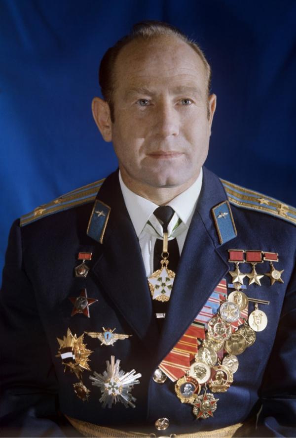 Личность: Умер космонавт Алексей Леонов