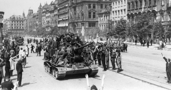 Блог djamix: *Спасайте нас, будущие оккупанты!*.  Как за Прагу погибали советские солдаты Конева