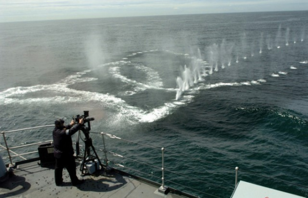 Интересное: Можно ли спастись от пуль, нырнув в воду?