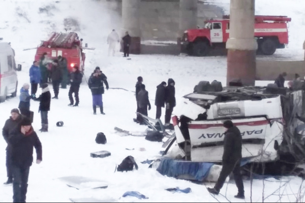 Происшествия: Число погибших в ДТП с автобусом в Забайкалье выросло до 21 человека