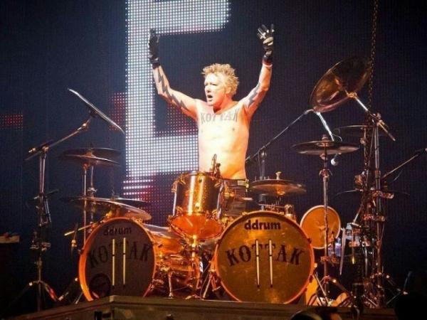 Интересное: Бывший барабанщик Scorpions:  в рекламе слишком много негров